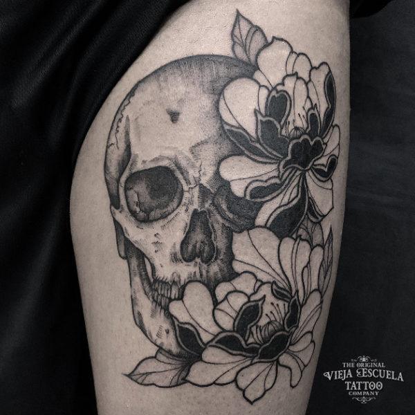 tatuaje valencia calavera flores